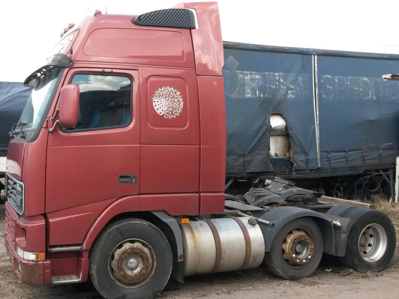 Myydään Volvo FH12 6x2 varaosa-auto