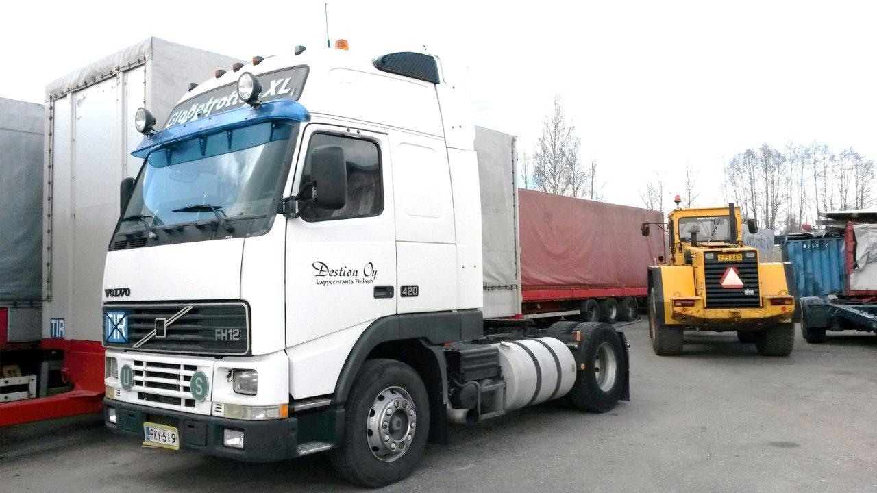 Myytävänä Volvo FH12 XL rekkaveturi